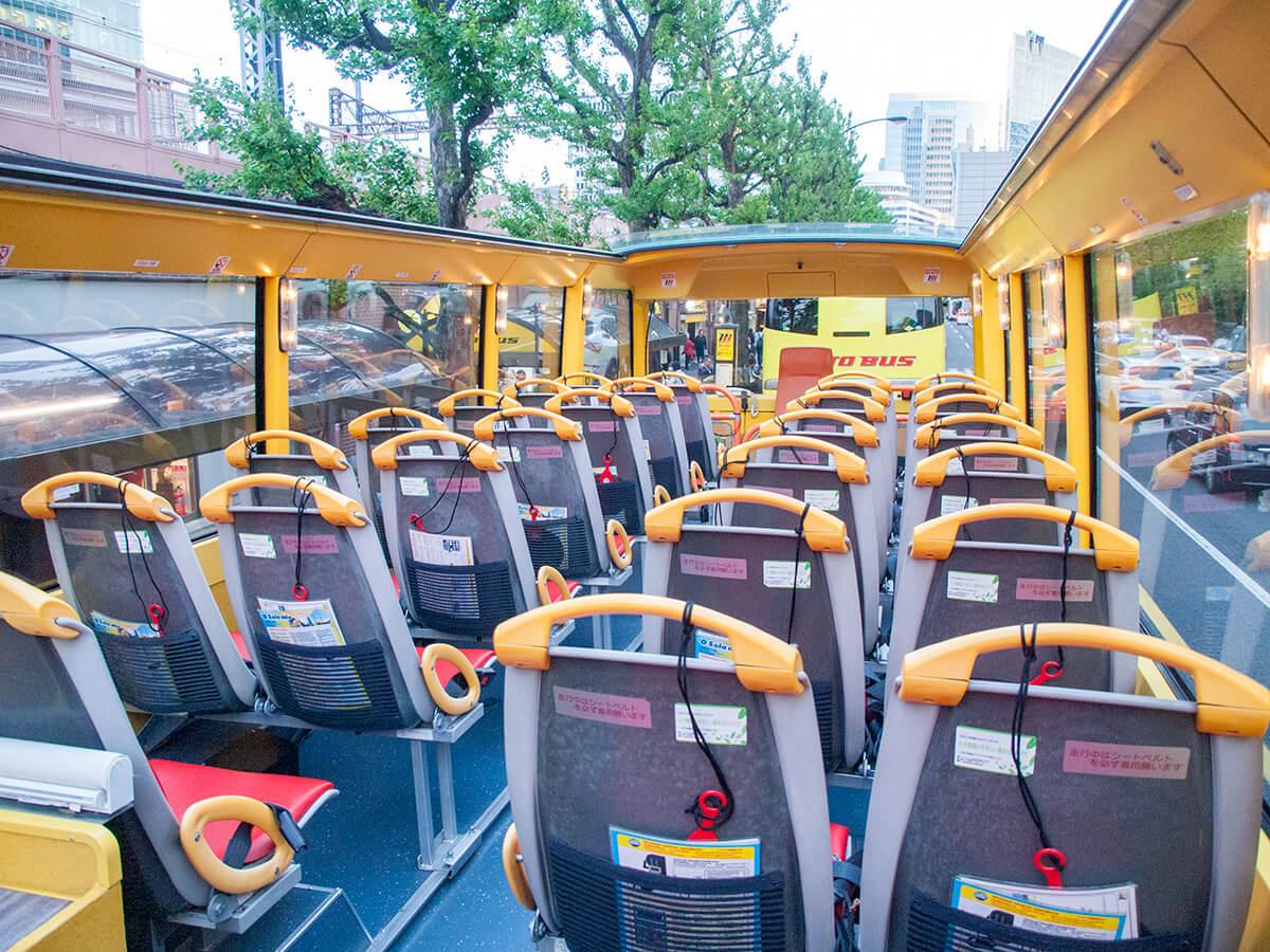 はとバス2階建てオープンバスの車内