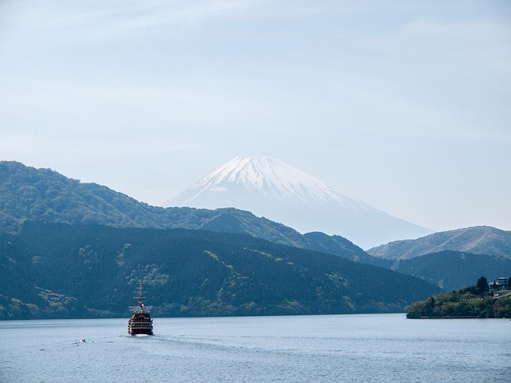 芦ノ湖からみる富士山